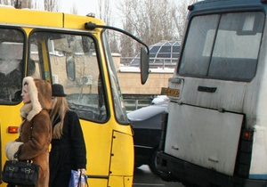 В Киеве маршрутка на ходу потеряла колесо