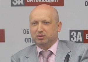 Турчинов пообещал отменить пенсионную реформу и ликвидировать налоговую милицию