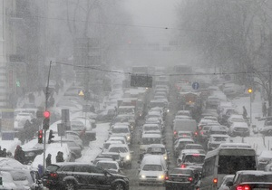 снег в киеве - пробки - ситуация на дорогах: Не усложняйте уборку снега: Попов обратился к жителям Киева