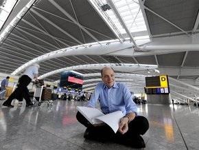 В британском аэропорту Heathrow поселился писатель