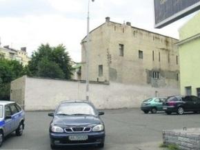 В Киеве стены зданий разрисуют граффити