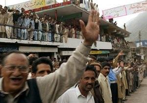 В Кашмире полиция открыла огонь по участникам демонстрации