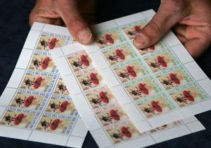 В период Sede Vacante Ватикан выпускает марки и монеты