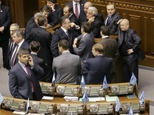 Компромисс потерян: Партия регионов заблокировала трибуну Рады