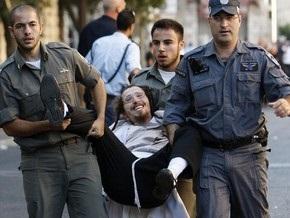 В Иерусалиме толпа забросала полицейских камнями и гнилыми овощами