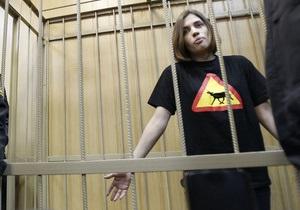 Дело Pussy Riot: две девушки получили выговор в СИЗО