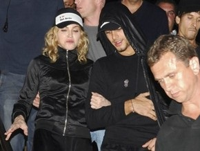 СМИ: Мадонна встретится с родителями своего 23-летнего возлюбленного