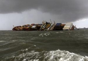 В результате столкновения кораблей в порту Мумбаи в воду попало 800 тонн нефтепродуктов