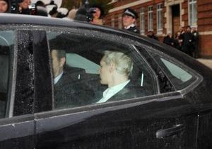 Ассанж прибыл в лондонский суд