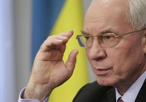 Азаров выступил в Кабмине на русском