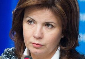 Снежки - Ставнийчук - митинг - оппозиция - Советник Президента, которая пострадала от снежков, назвала акцию спланированной - Ъ