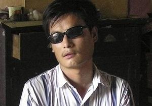 Слепой китайский диссидент сбежал из-под ареста