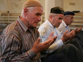 Крымские татары четвертый день пикетируют Кабмин