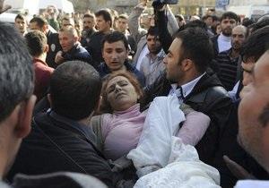 В результате мощного землетрясения в Турции погибли 138 человек