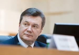 Янукович принимает участие в Рождественской литургии в Свято-Успенской Почаевской лавре