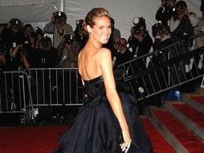 Беременная Хайди Клум сняла платье в прямом эфире