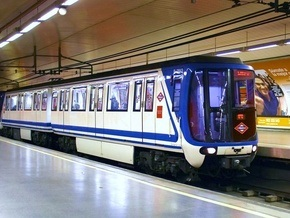 Машиниста метро оштрафовали за оральный секс с трансвеститом на рабочем месте