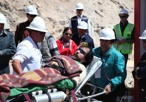 Из чилийской шахты подняли половину горняков