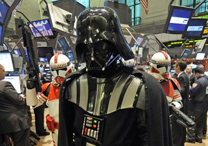 Фотогалерея: Дарт Вейдер на Нью-Йоркской фондовой бирже