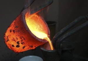 Рынки: Цены на золото начали снижаться