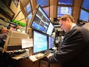 Рынки: Слабая статистика из США и коррекция нефти привели к падению индексов