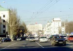 В центре Донецка бетонные урны заменили металлическими