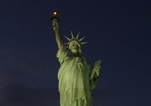В США факел Статуи Свободы вновь зажгли после урагана Сэнди