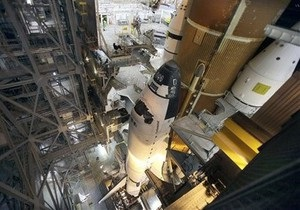 Из-за гибели инженера на площадке шаттла Endeavour приостановили работы