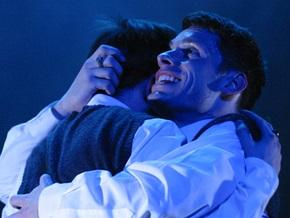 Гей-спектакль Ромео и Джулиан вызвал дебаты в британском парламенте