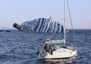 Спасатели обнаружили внутри потерпевшего крушение лайнера выжившего человека