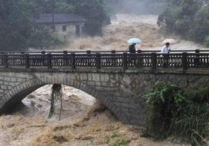 Китай заливают дожди. Наводнения и оползни привели к гибели более сорока человек
