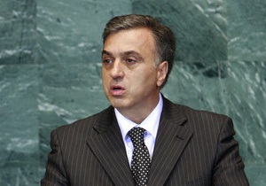 Четырнадцатый президент отказался от поездки на саммит в Крым