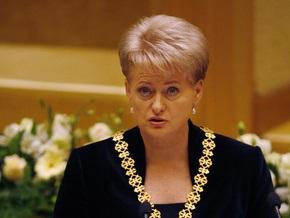 Президент Литвы ветировала закон, которым предлагалось снизить материнские пособия