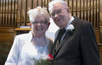 Пенсионеры из Канады поженились через 75 лет после первого поцелуя