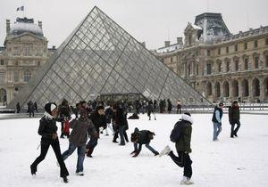 Лувр установил новый рекорд посещаемости