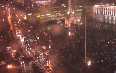 Ночной Майдан: протестующие поют песни, пьют чай и ругаются с милицией