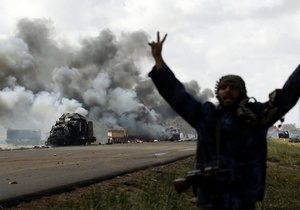 СМИ: В Триполи слышны взрывы