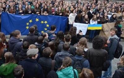 В Киеве колонна сторонников евроинтеграции отправляется маршем к Европейской площади