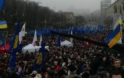 На Евромайдане в Киеве собрались десятки тысяч украинцев