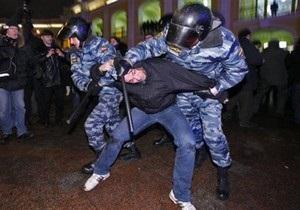 На рок-концерте в Костроме задержали более 200 панков, готов и антифашистов