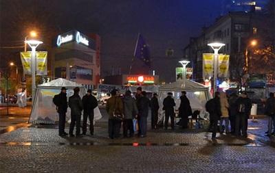 Неизвестные снесли Евромайдан в Днепропетровске, есть пострадавшие