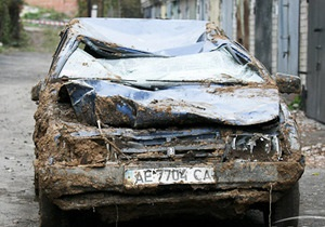 В Днепропетровске в результате оползня пострадало 28 гаражей и шесть автомобилей
