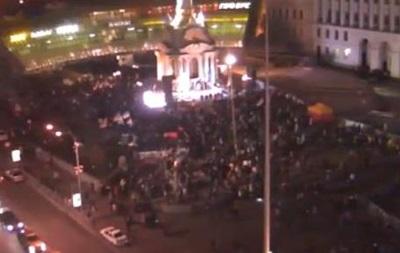 На ночном Майдане остались 1500 активистов и несколько десятков милиционеров