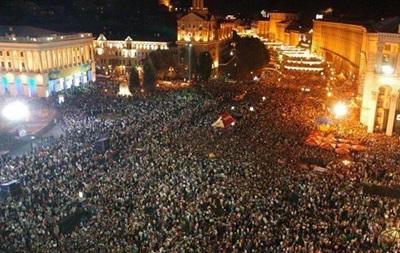 Митингующие с Банковой возвращаются на Майдан Незалежности