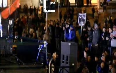 Протестующие перекрыли пути к Майдану Незалежности