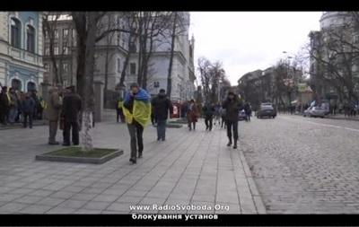 Бакновая - Администрация президента - Евромайдан - протесты - В Киеве на Банковой собираются протестующие, АП под охраной Беркута