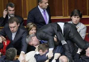Рада решила заслушать информацию Кабмина о договорах с Россией