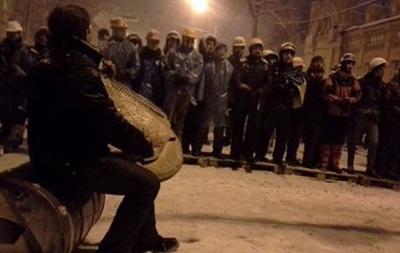 Силовики окружили блокпосты митингующих и начали разбор баррикад