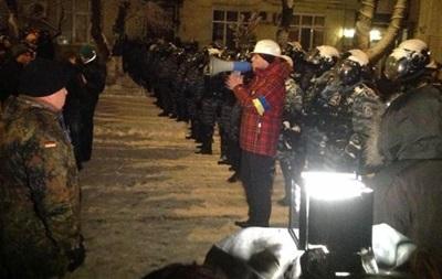 Милиция сносит палатки у Дома офицеров. Есть пострадавшие - СМИ