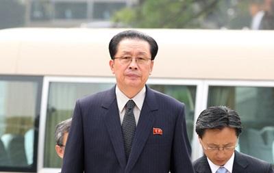 Стало известно, зачем лидер Северной Кореи бросил в тюрьму своего дядю